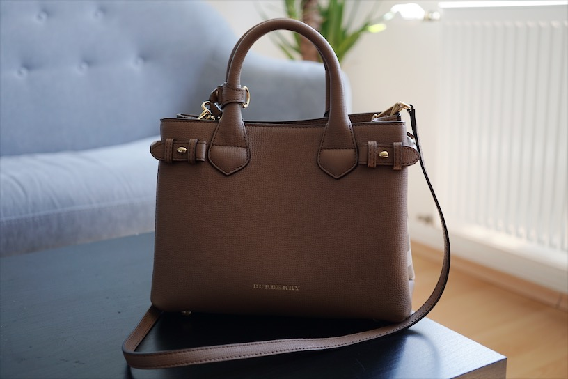 Burberry Banner in color tan