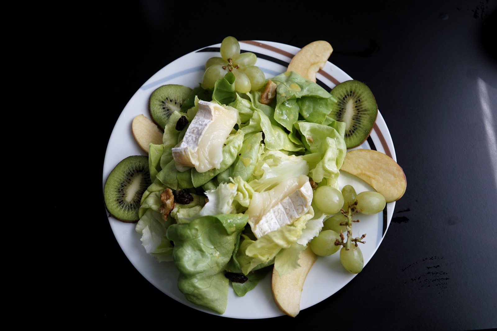 Apple and goat cheese salad recipe - Le Bol Monsieur Seguin