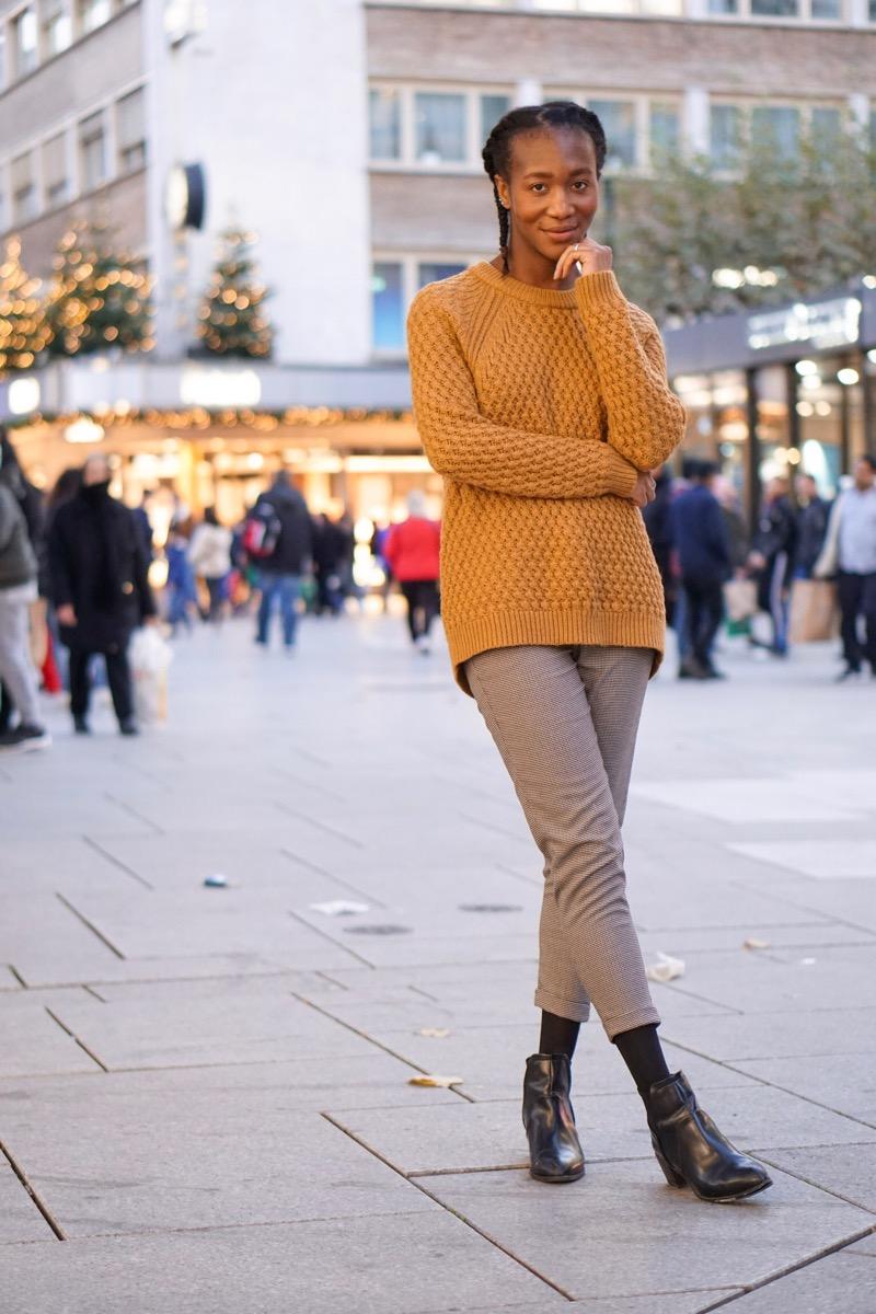 Jey in mustard jumper
