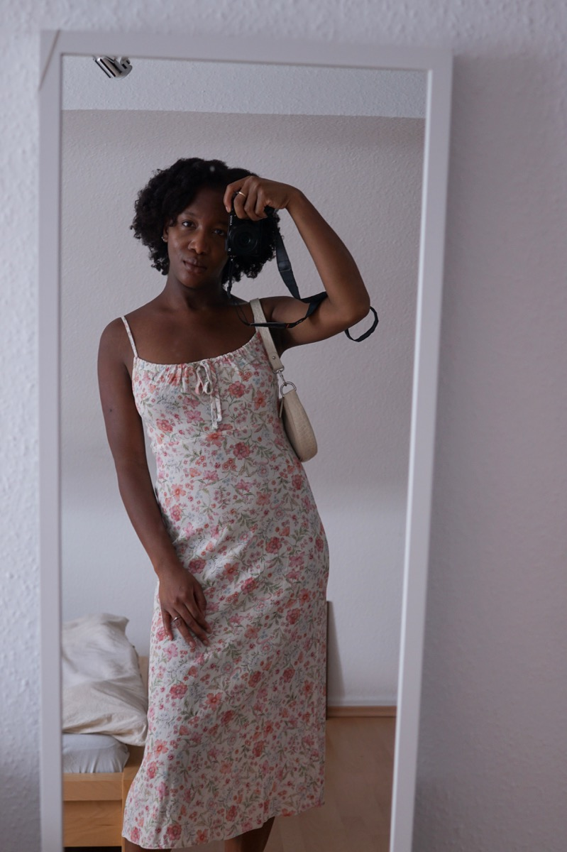 Jey in floral Newlook 90s midi dress